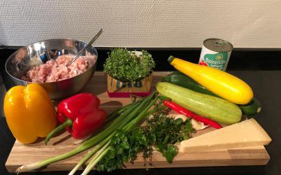 Przepis na spaghetti z cukinii z dodatkiem kiełków rukoli od Home & Kitchen Garden